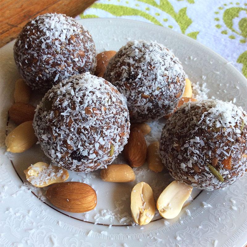 Bliss balls peanut butter chocolate